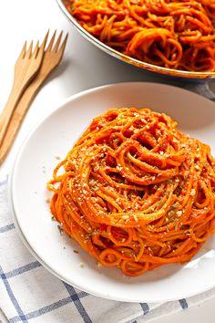 Pasta con Salsa de Pimientos del Piquillo | http://danzadefogones.com/pasta-con-salsa-de-pimientos-del-piquillo/