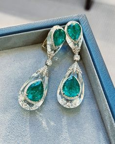 Pure drops of rock crystal with astounding emeralds encased in the ice. 🧊💚🧊 David Webb, Ear Warmers, Clear Quartz, Crystal Jewelry, Emeralds, Drop Earrings, Pure Products, Rock, Crystals