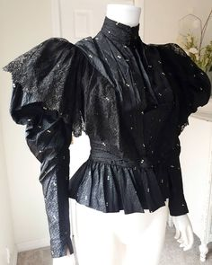 Inky Black Gothic Victorian Bodice 🖤🕸SOLD Link in bio Source by rybrytales clothes ideas Victorian Gothic Clothing, Victorian Costume, Antique Clothing, Gothic Dress, Gothic Outfits, Victorian Fashion, 1890s Fashion, Halloween Dress, Ball Gowns