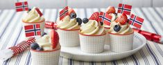 mai muffins - Baking for alle Holiday Cakes, Holiday Parties, Norwegian Food, Public Holidays, Recipe Boards, Mini Cupcakes, Waffles, Muffins, Cheesecake