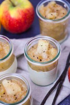 Rezept für Apfel-Zimt-Panna Cotta - ein leckeres Dessert für den Herbst oder Weihnachten. Einfach zu machen mit vegetarischem Geliermittel von Dr. Oetker.