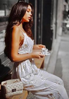 Nothing perks up a morning like coffee. Why can't some people survive a day without having this stimulant. Coffee Break, Morning Coffee, Janice Joostema, Pause Café, Harper's Bazaar, Coffee Girl, Sexy Coffee, Aesthetic Women, Coffee Drinkers