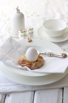 Ostern wird kommen! Das ist immer so. Und zack hat man nix geplant. Deswegen habe ich dieses Jahr mal etwas früher angefangen und somit ein paar nette Osterideen für euch. Mein Frühstückstisch wird…
