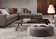 Find out all of the information about the Minotti product: contemporary coffee table / wooden / glass / aluminum SULLIVAN. Contact a supplier or the parent company directly to get a quote or to find out a price or your closest point of sale. Coffee Table To Dining Table, Home Coffee Tables, Coffee Table Design, My Furniture, Furniture Layout, Furniture Design, Minotti Furniture, Types Of Coffee Tables, Sofa Design