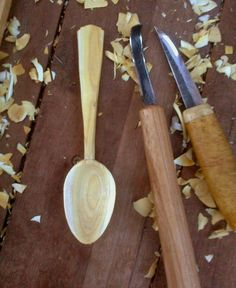 Keith Matthews wooden eating spoon. Chip Carving, Carving Tools, Wood Carving, Green Woodworking, Woodworking Projects, Carved Spoons, Woodworking Inspiration, Wood Spoon, Raw Wood