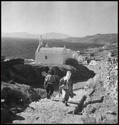 https://flic.kr/p/G9eKZw | Μύκονος, 1950 - 1955. | Βούλα Παπαϊωάννου, Φωτογραφικό Αρχείο Μουσείου Μπενάκη.
