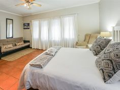 34 On Bonza Guest House - Situated a five-minute drive from the highway, Chimneys Guest House offers a sun terrace and outdoor pool in East London's Beacon Bay. There is free WiFi and free parking.Guest rooms of Chimneys Guest .