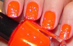 Uñas decoradas color naranja, uñas decoradas color naranja fuerte.   #coloresuñas #colornails #uñasmoda