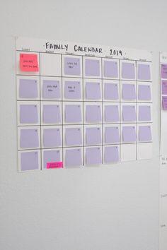 Simple oversized acrylic calendar - a messSimple oversized acrylic calendar - a mess Off 2019 Simply organized - simply organizedHow to create an inexpensive DIY wall calendar / planner / bucket Wall Calender, Make A Calendar, Family Calendar, Kids Calendar, 2019 Calendar, Calendar Design, Planner Board, Wall Planner, Homemade Calendar