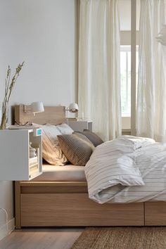 Spectacular industrial bedroom furniture - head to our page for a whole lot more suggestions! Ikea Bedroom, Bedroom Inspo, Home Bedroom, Bedroom Furniture, Bedroom Decor, Bedrooms, Bedroom Ideas, Cama Malm Ikea, Hack Ikea