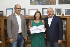 La Universidad de Alicante (UA) entrega a APSA el cheque de 4.000 euros de la recaudación del concierto solidario de la OFUA (Orquesta Filarmónica de la UA) celebrado el 5 de mayo en el Teatro Principal.
