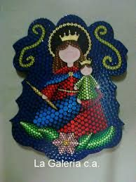 Resultado de imagen para virgenes en madera Paper Bead Jewelry, Paper Beads, Arte Country, Wooden Art, Dot Painting, Virgin Mary, Nativity, Diy And Crafts, Dots