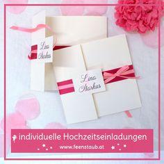 Individuelle Hochzeitseinladung in den Farben Pink, Rosa, Silber und  Creme. Ausgeführt als quadratische Pocketeinladung. Verschluss durch  Masche und Satinband. Persönlich entworfene, ausgefallene  Einladungskarten von Feenstaub Papeterie.   #pink #hochzeit #einladung #einladungskarte #papeterie #feenstaub Save The Date Karten, Wedding Colors, Creme, Wedding Planning, Tableware, Pink, Paper Mill, Map Invitation, Thanks Card