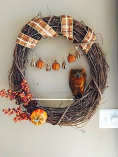 Brown Owl Wreath Fall Wreath Animal Wreath by LuckySophieCrafts This wreath is so cute! Great for Fall and Halloween! Wreath Fall, Grapevine Wreath, Owl Wreaths, Thanksgiving, Halloween, Brown, Unique Jewelry, Handmade Gifts, Cute