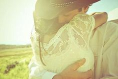 cutest picture ever If I Were Her I'd Feel Really Safe! Couple Photography, Engagement Photography, Photography Poses, Wedding Photography, Country Couples, Country Girls, Cute Couples, Engagement Couple, Engagement Pictures