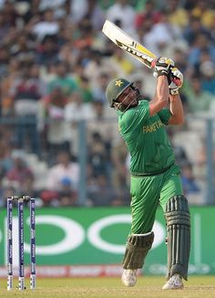Shahid Afridi promoted himself up to No.4 and bludgeoned a 19-ball 49 as Pakistan finished with 201 in their 20 overs.