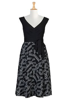 Our contrast-toned dress is patterned with geo print on the full circle skirt and styled with chevron pleats at the cotton poplin bodice to add just the right fit for our retro-inspired silhouette.
