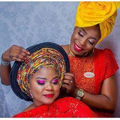 Lovely @arakengefunkeetti #asoebi #asoebispecial #speciallovers #wedding  Glam and gele by @ojulewastudio