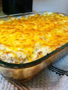 Cowboy Meatloaf and Potato Casserole: This is a good old hardy meal that will feed an army of hungry men and leave them satisfied. It's called cowboy meatloaf and potato casserole. Potatoe Casserole Recipes, Casserole Dishes, Ground Beef Potato Casserole, Corn Casserole, Potato Recipes, I Love Food, Good Food, Yummy Food, Beef Dishes