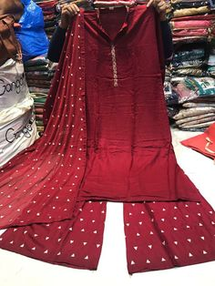 Pakistani Dresses, Indian Dresses, Indian Outfits, Stylish Dress Designs, Stylish Dresses, Punjabi Fashion, Indian Fashion, Kurta Designs Women, Blouse Designs