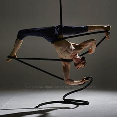 Extending miracle split to add more detail Aerial Acrobatics, Aerial Dance, Aerial Hoop, Aerial Arts, Aerial Silks, Silk Dancing, Circus Art, Dynamic Poses, Pilates Reformer
