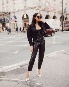 SimplyShantel.com All Black Everything, Cool Street Fashion, Street Style Looks, Leather Pants, Chic, Womens Fashion, Blog, Outfit Ideas, Outfits