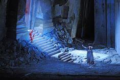 Elektra. Chicago Lyric Opera. Scenic design by John Macfarlane.