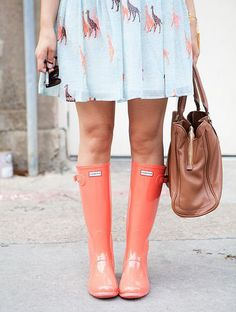 Peach Hunter Boots + giraffe dress = best outfit ever Estilo Fashion, Fashion Mode, Look Fashion, Womens Fashion, Preppy Fashion, Fashion Shoes, Mode Style, Style Me, Spring Summer Fashion