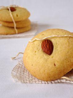 Cookies de baunilha com amêndoas