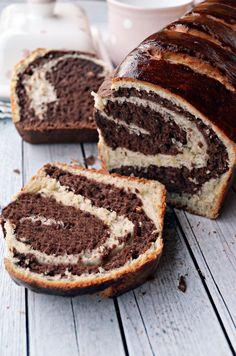 Puha, foszlós, kakaós... Hungarian Desserts, Hungarian Cake, Hungarian Recipes, Pastry Recipes, Cookie Recipes, No Bake Desserts, Dessert Recipes, Bread And Pastries, Dessert Drinks