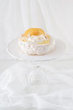 """{ #GuestPost } #Pavlova al #cocco e #limone realizzata da Monika Topolko @Monika Topolko """"BakeNoir.com"""" - { Guest Post } by Monika Topolko """"BakeNoir.com"""": Lemon coconut Pavlova with English version"""