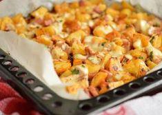 Cartofi la cuptor cu pui si cascaval Lunch Recipes, Cooking Recipes, Healthy Recipes, Vegetable Recipes, Chicken Recipes, Romanian Food, Romanian Recipes, Casserole Recipes, Food Inspiration