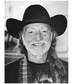 Portrait of musician Willie Nelson, New York, New York, Get premium, high resolution news photos at Getty Images Country Music Artists, Country Music Stars, Country Singers, Willie Nelson Birthday, Good Music, My Music, Charles Kelley, Cmt Music Awards, American Legend