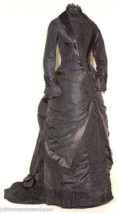 Victorian Mourning Gown Front View original mourning gown, black silk taffeta 2 piece bustled and trained mourning dress that is a very good example of a woman not sacrificing style at the time of mourning. Vintage Outfits, Robes Vintage, Vintage Dresses, 1880s Fashion, Victorian Fashion, Vintage Fashion, Victorian Gown, Antique Clothing, Historical Clothing