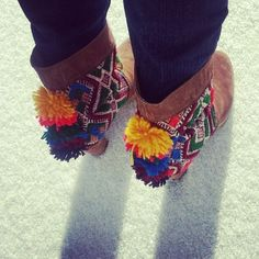 Like pompons in the wind Fashion Mode, Indie Fashion, Fashion Shoes, Fashion Accessories, Gypsy Boots, Boot Bracelet, Boot Jewelry, Boot Bling, Hippie Chic