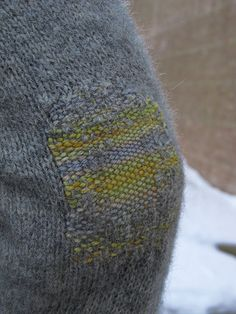 darned elbow with contrasting yarn Textiles, Knitting Projects, Knitting Patterns, Visible Mending, Make Do And Mend, Boro, Darning, Sewing Techniques, Needle And Thread