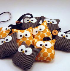 Super cute Halloween owls! Hangs up as a garland!