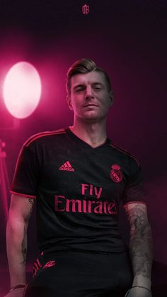 Toni Kroos, Soccer Backgrounds, Real Madrid Wallpapers, Messi And Neymar, Real Madrid Players, Sports Celebrities, Football Outfits, Football Pictures, European Football