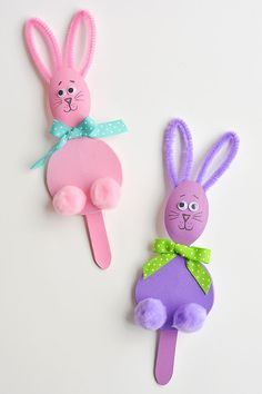Awesome Pipe Cleaner Crafts - Wooden Spoon Bunnies and Chicks Yellow Crafts, Pink Crafts, Bunny Crafts, Foam Crafts, Craft Stick Crafts, Easter Crafts For Kids, Toddler Crafts, Pipe Cleaner Crafts, Pipe Cleaners