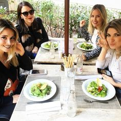 Mais uma pic de hoje... Foto do almocinho de sexta com as amigas e bloggers @lariduarteoficial @makeup_bymai @constanziestilo #zamigas #resetyourselfie #chriscastro #instaglam #instagood #picoftheday #happy #goodvibes #inspiration #dujour #blogger #enjoyinglife #amicasbloggers
