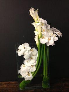 Discover thousands of images about Cocktails floral arrangement Arrangements Ikebana, Orchid Flower Arrangements, Ikebana Flower Arrangement, Beautiful Flower Arrangements, Floral Centerpieces, Floral Bouquets, Beautiful Flowers, Arte Floral, Deco Floral