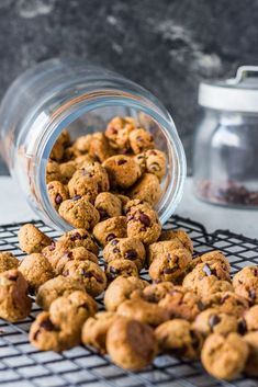 Homemade Vegan Cookie Cereal homemade crunchy vegan cookie cereal with oat flour Source by Biscuits Végétaliens, Cookies Et Biscuits, Granola, Cookie Dough Vegan, Dog Food Recipes, Vegan Recipes, Flour Recipes, Cookie Recipes, Cereal Cookies