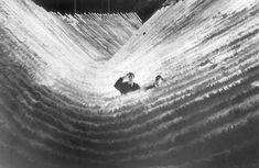 "Federico Fellini e Giuseppe Rotunno sul set di ""SATYRICON"" (1969) Asa Nisi Masa, Fellini Films, Theatre Design, Antelope Canyon, Outdoor Furniture, Outdoor Decor, Hammock, Cinema, Waves"