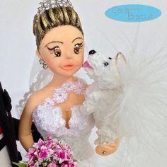 Detalhes 😍 💖🐩💖🐶🎀🌸😘#noivinhospersonalizados #caraarteembiscuit #poodle #anjo #animaldeestimação #noiva #noivas #topocasamento #noivinhoscachorrinhos #cachorrinhos #buquerosa #noivinhostime #noivinhoscaraarteembiscuit #casamento #casacomigo #universodasnoivas #vestidonoiva #vestidodenoiva #love
