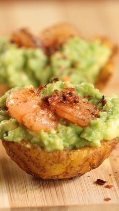 Basket With Avocado And Shrimp Twice-fried plantains topped with avocado and seasoned shrimp is the perfect savory finger food.Twice-fried plantains topped with avocado and seasoned shrimp is the perfect savory finger food. Seafood Recipes, Appetizer Recipes, Mexican Food Recipes, Cooking Recipes, Dinner Recipes, Cooking Beef, Cooking Kale, Cooking Artichokes, Seafood Dishes