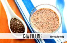 Recept Chia pudding van Tina Dit heb je nodig voor 1 portie:  2 eetlepels chiazaad Amandelmelk (kan ook met andere melk) 1 banaan Zo maak je het:  Mix of plet de banaan met de amandelmelk tot een pudding in een kom. Voeg er dan de chiazaadjes bij. Meng goed zodat alle zaadjes vocht kunnen opnemen. Laat het even staan (een half uurtje) en roer dan nog eens goed. Je kan variëren zoveel je wil: nog wat extra fruit bijdoen, zoals stukjes appeltjes of peren.  Ik vind die chia zaadjes geweldig…