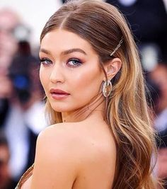 Get the Look: Best Jewelry at the Met Gala 2018 – formal hairstyles Matric Dance Hairstyles, Grad Hairstyles, Sleek Hairstyles, Hairstyles For Round Faces, Down Hairstyles, Straight Hairstyles, Haircuts, Wedding Hairstyles Half Up Half Down, Half Up Half Down Hair