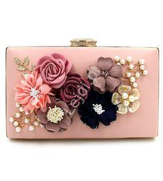 fc93156417e75 Wyjątkowa torebka wieczorowa z kwiatami 3D w kolorze pudrowego różu z  zapięciem z kryształkami