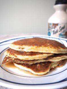 Greek Yogurt Pancakes (4 pancakes and 99 cal. per pancake if using Liberte Plain Greek Yogourt)