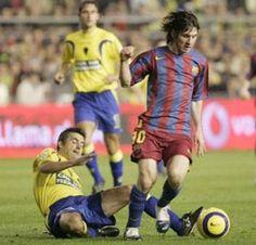 Messi, la figura  Messi elude a Mario Silva Thing 1, Messi, Sumo, Mario, Wrestling, Sports, Lucha Libre, Hs Sports, Sport